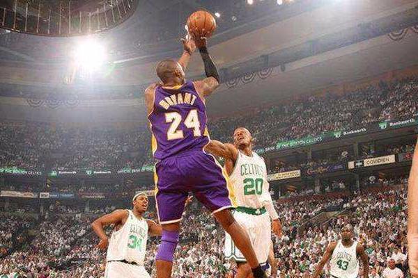 NBA球星7大标志性进球方式:库里无视防守3分