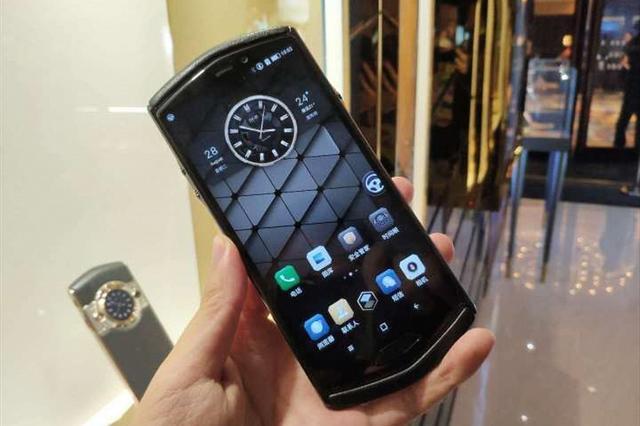国产最贵手机发布,最高29999元,都是谁在用 财经头条