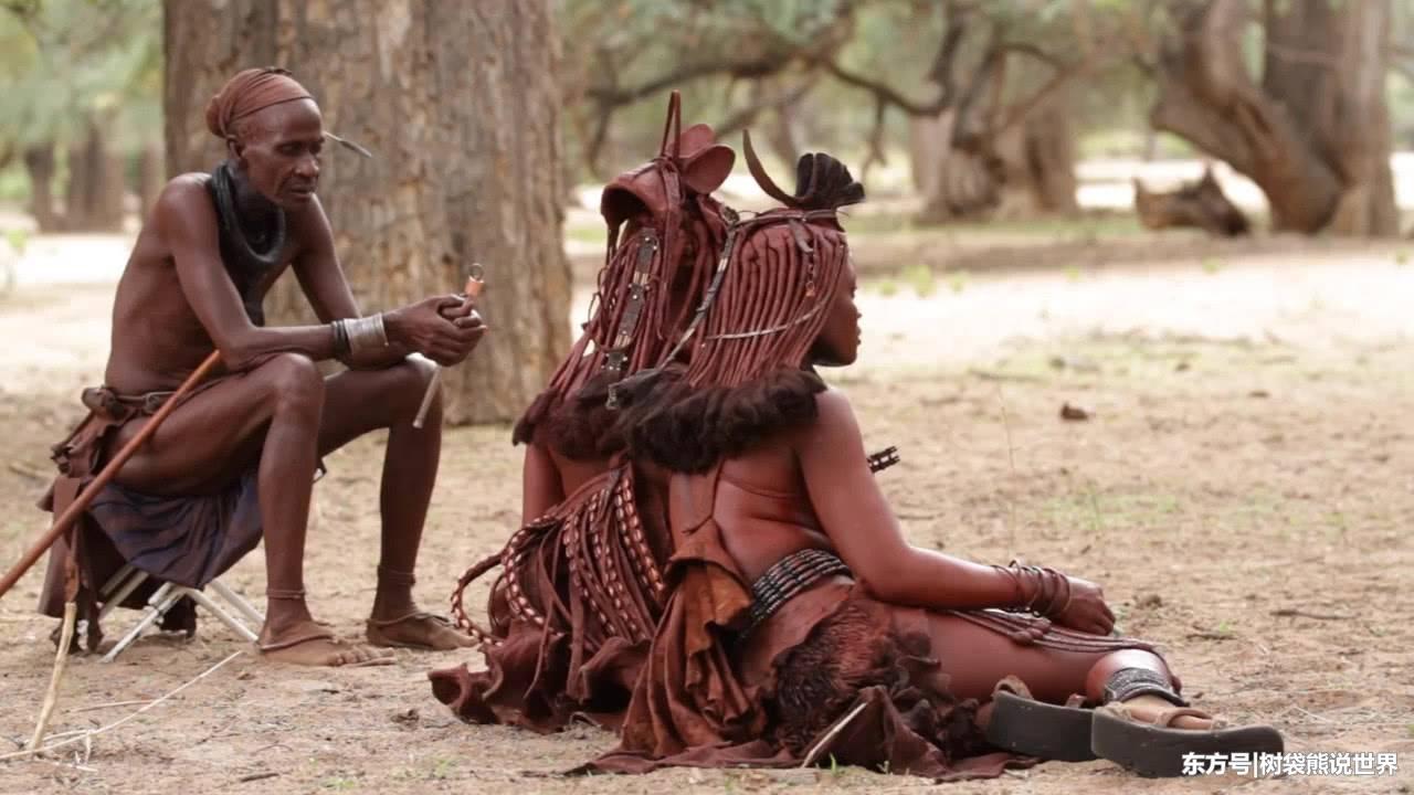 原始女人_非洲最原始的部落,男女关系随意,女人一辈子没有洗过澡!