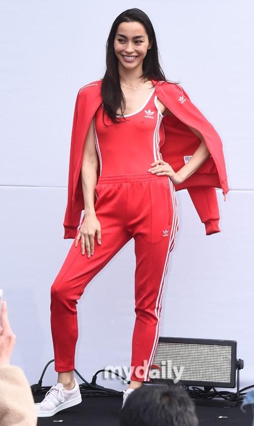 模特孙茺#.������K�>�x_a-pink孙娜恩携手中法混血模特adrianne ho出席品牌