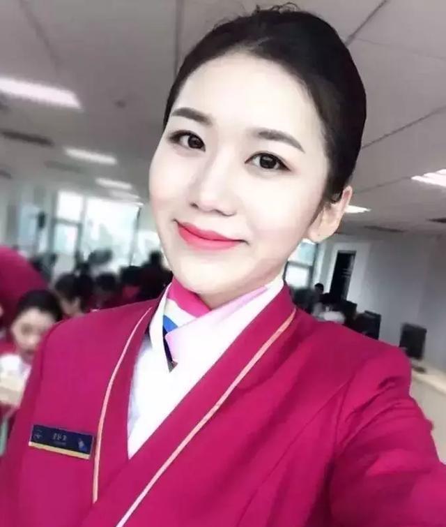 南航空姐_嘟嘟,来自浙江杭州,1996年出生,南航空姐,(图二右边是她)