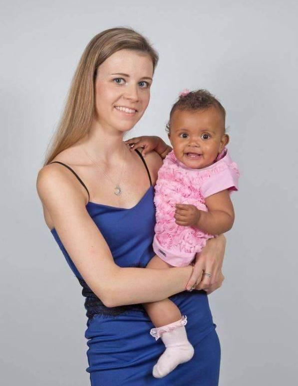 英国一女子小腹平坦月经正常,偶然去医院竟生下女儿!