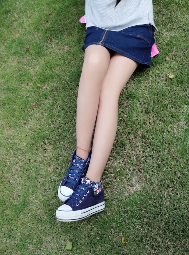 14岁少女丝袜被我操_丝袜搭配蓝色帆布鞋, 美丽的少女气息纯洁而美好