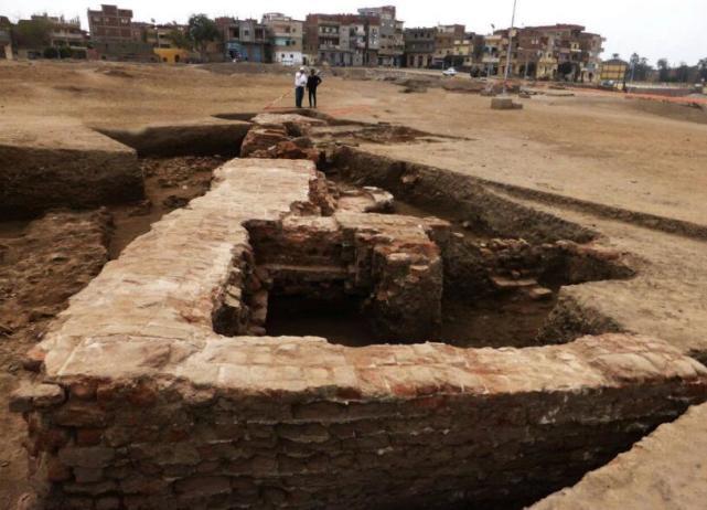 埃及考古学家发现2千年前的地下古建筑,里面还藏有大量稀世珍宝