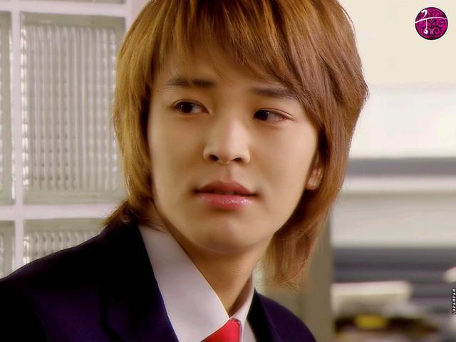 他曾是韩国首尔大学高材生,中途退学凭《宫》李律走红,今38的他逆生长