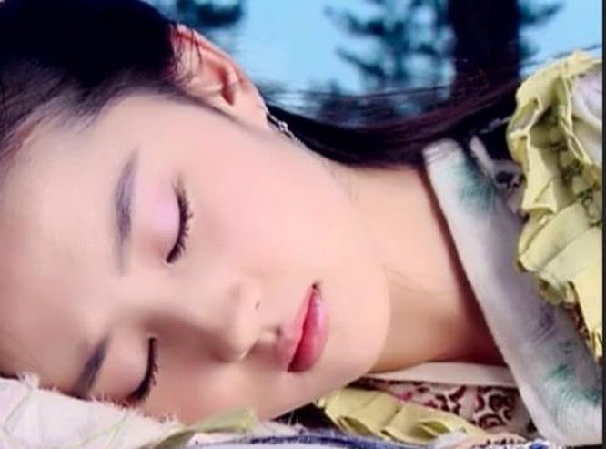 就去做去就吻_古装剧中的睡美人,若能选一个吻醒,网友:看到杨颖真下不去口!