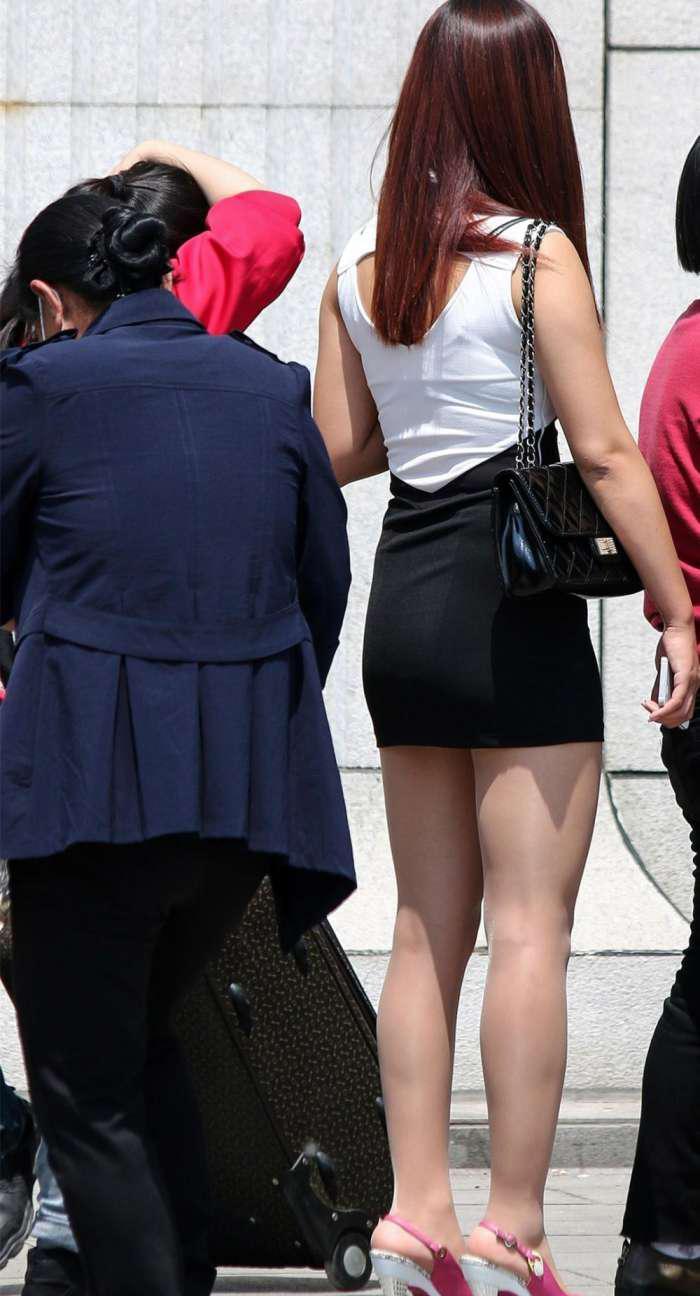 姐姐的屁眼��.�y��yd%_街拍时尚: 丰腴美丽的40岁微胖大姐姐, 裙子太短盖不到屁股