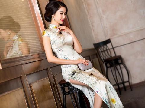 民国美女脱旗袍做爱�_民国女人的旗袍,为何开叉越来越高?开叉高代表什么