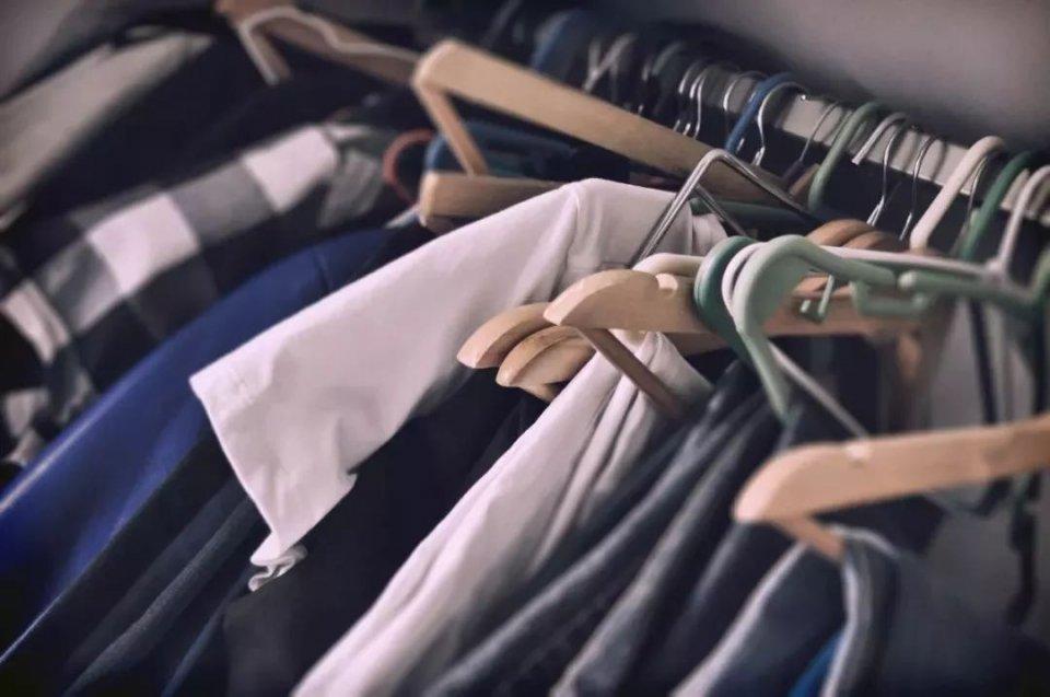 衣柜总是很乱还不够放?衣架这样用,再也不用担心啦!