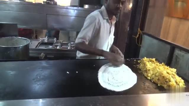 印度爆红小吃!看看印度人怎么做煎饼?生意非常