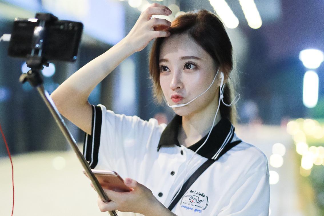 中国网红15年:从凤姐、张大奕到papi酱