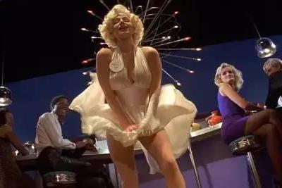 1994年,上帝看电影的那年,他拍出了这片,上映时技惊四座