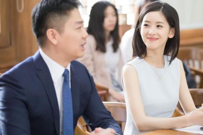奶茶妹妹_奶茶妹妹如今气质大变,她看刘强东的眼神让人心酸!