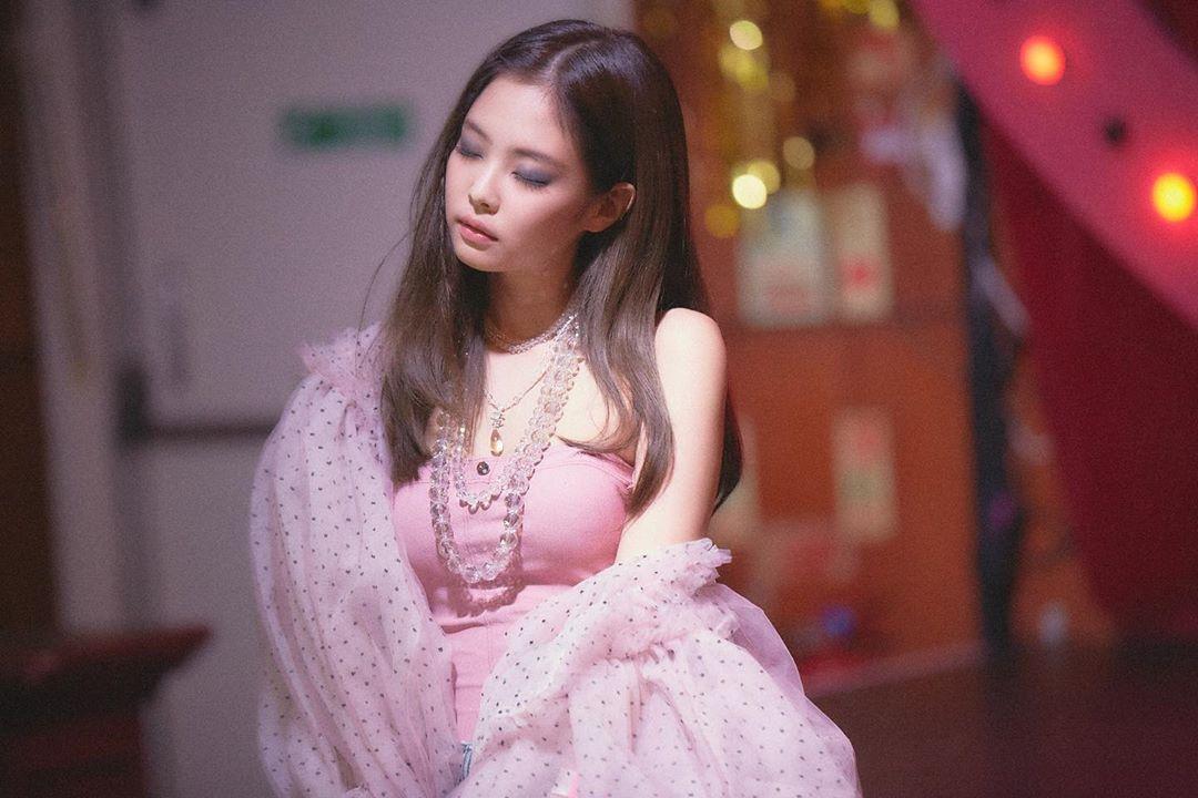 金智妮庆祝单曲《SOLO》发表一周年 每天都要感谢BLINK