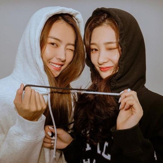 郑采妍PRISTIN林娜荣公开亲密合影 双胞胎的样子成为话题