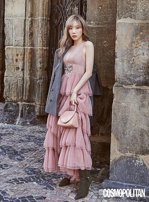 金泰妍和郑秀妍穿着同样的衣服 只是各自独特风格