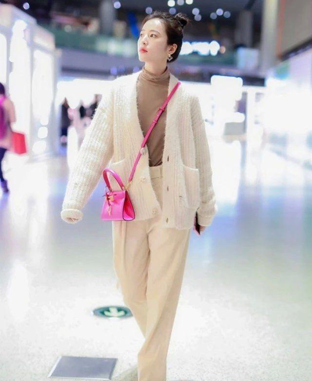 """陪肖战同甘苦3年的女孩,第一次穿""""奶粉鞋"""",就成功引爆潮流"""