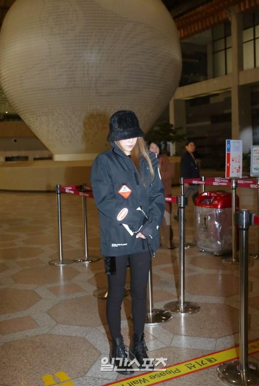 粉丝们担心金泰妍的心理健康 因为有人发现她在机场看起来非常沮丧