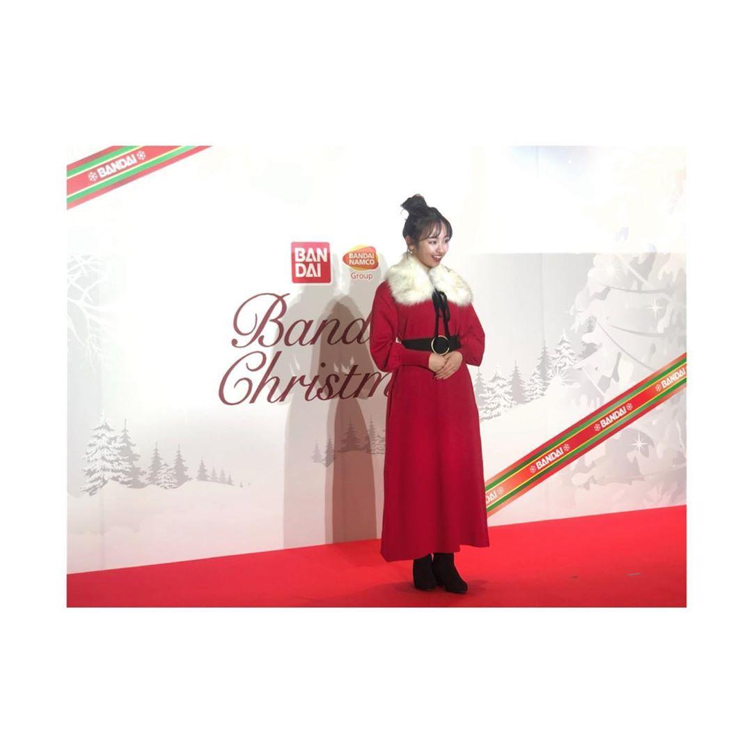 今泉佑唯圣诞服装身姿 在粉丝中引起了反响