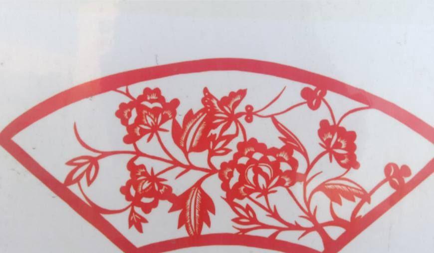 剪纸的折法傹�.���_欣赏大集上卖的剪纸,小时候过年时经常贴在窗户上,增加过年喜庆