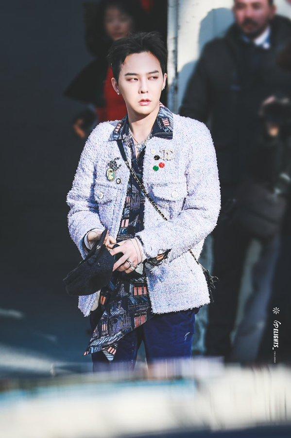 BIGBANG权志龙独特的时尚感在他的鞋带领带上达到了顶峰