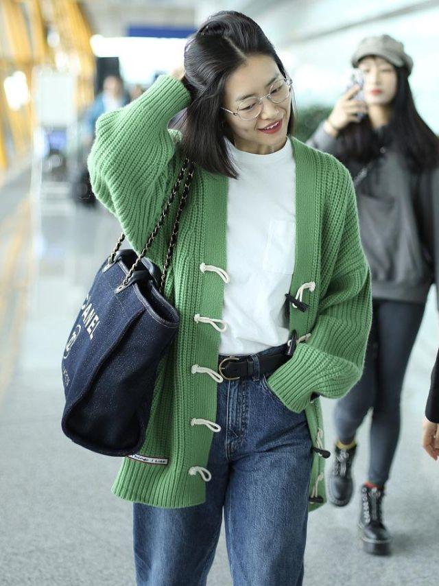 超模大表姐刘雯街拍,文艺又优雅街头又潮流,可以一起学习哦!