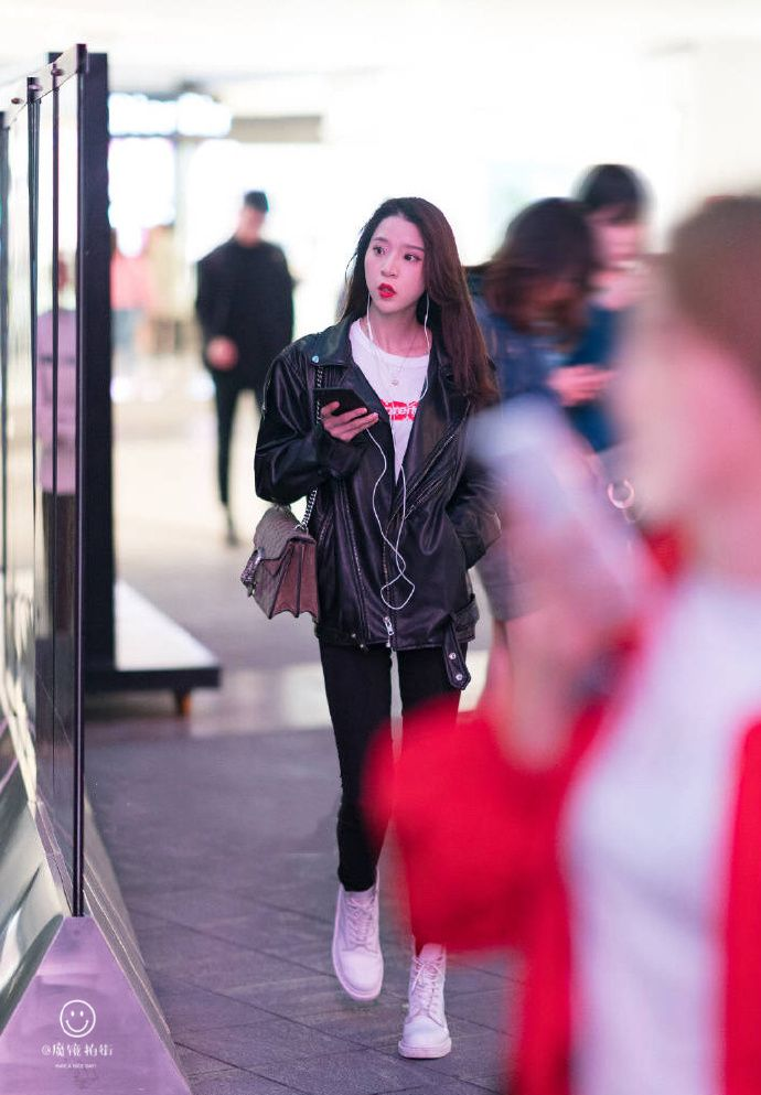 小姐检阅超靓美妞_街拍:跟3号小姐姐对视会脸红,整条街最靓的妞