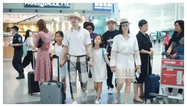 钟丽缇张伦硕打破不合传闻,一家六口现身机场度假潮流范儿十足