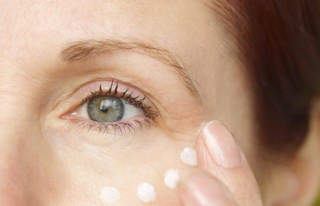 眼部出现干纹别担心,教你去除干纹的方法,彻底和干纹说再见