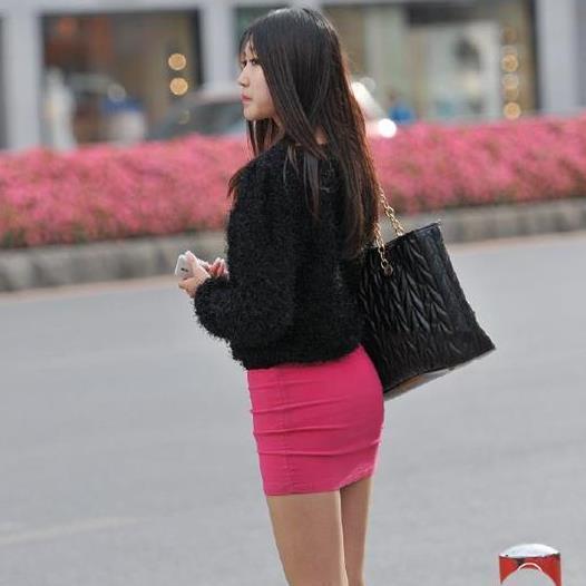 街拍:潮流小姐姐小鸟依人,飘逸美丽,展现别样精彩!