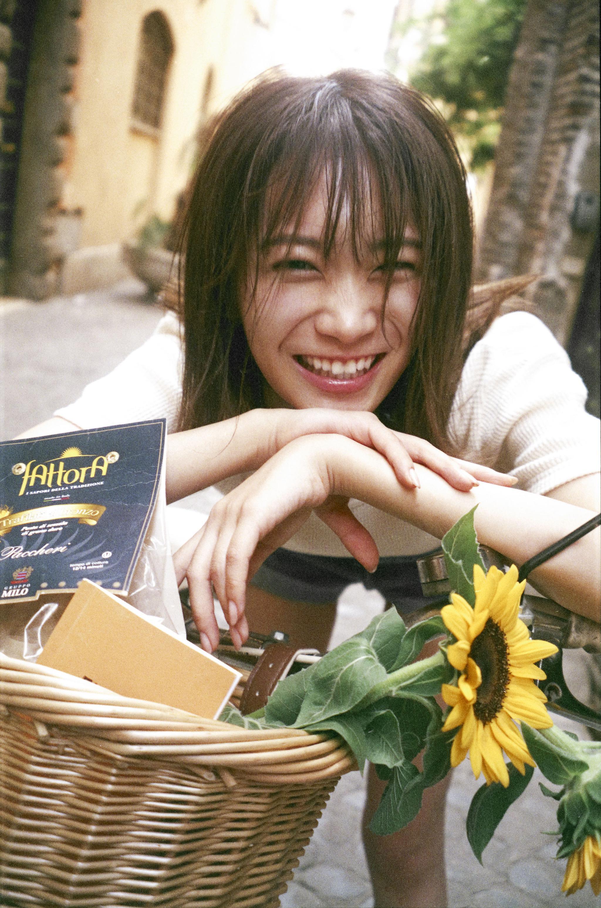 乃木坂46队长秋元真夏人生第一次内衣写真照公开