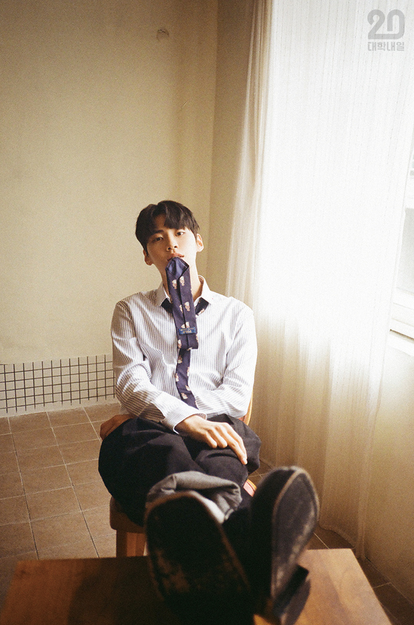 UP10TION李镇赫在写真中展现了各种各样的表情