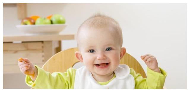 6个月宝宝加辅食要注意:喂食物的姿势不对,会影响宝宝健康