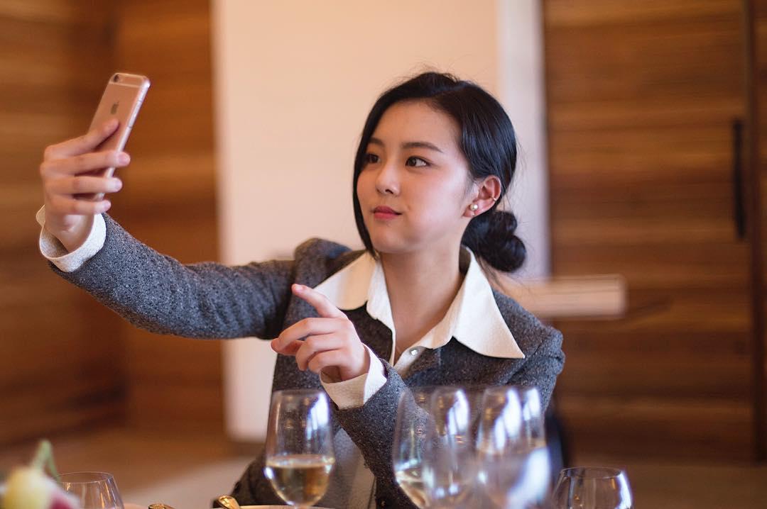 BLACKPINK的Rose朴彩英姐姐长得就像金智秀 粉丝们简直受不了
