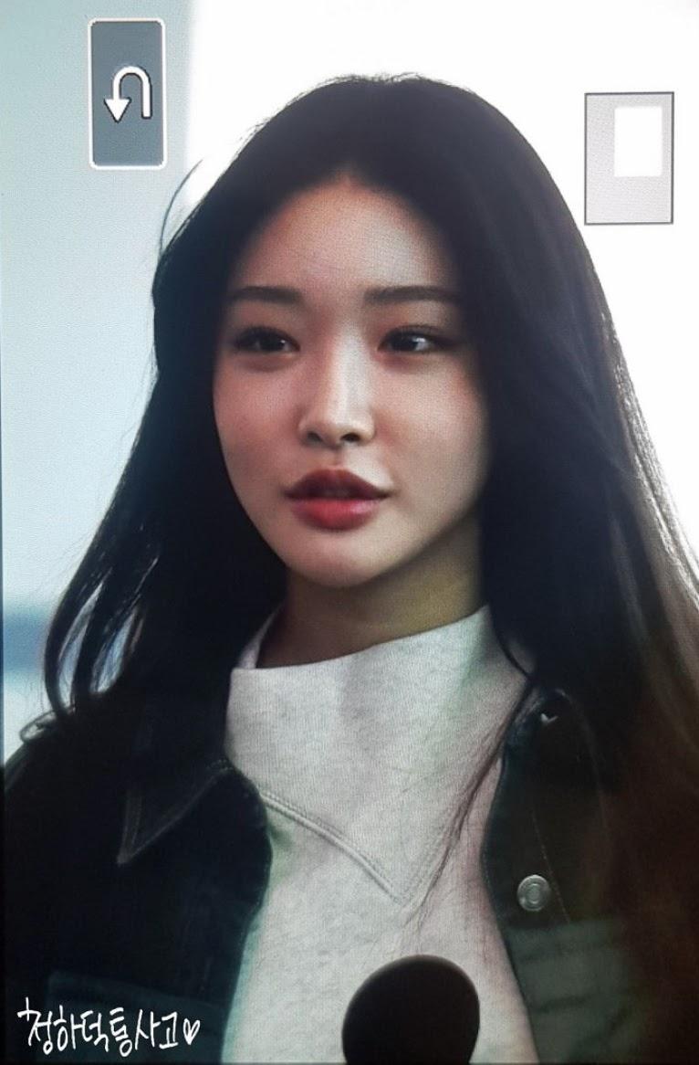 金请夏用她自然的脸和黑色的头发点亮了整个机场