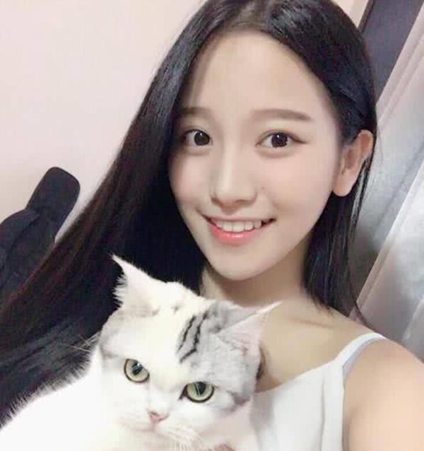 搞笑GIF:姑娘,放下你手中的宠物吧,感觉它很