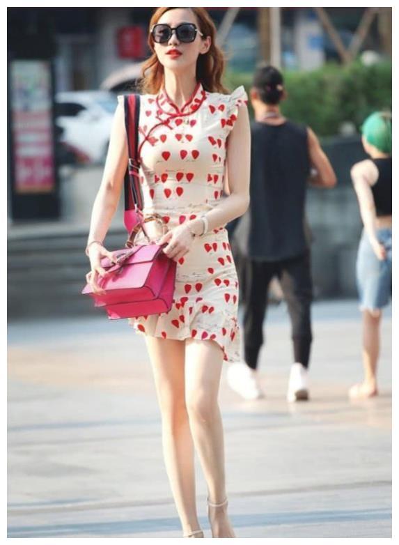 人像摄影:芳菲妩媚的美女,一条清爽的连衣裙,时尚清新靓丽气息