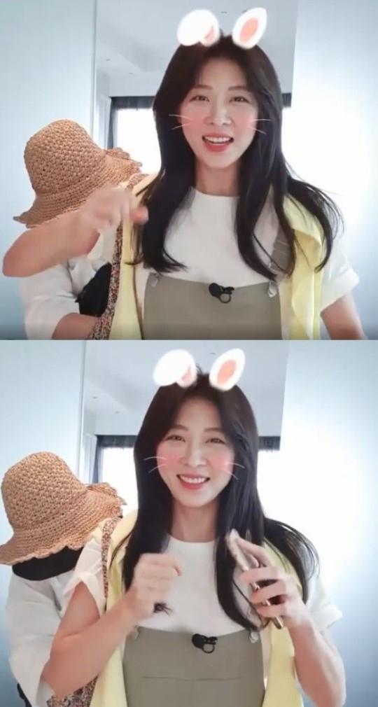河智苑Instagram公开可爱近况 变成兔子像偶像一样的笑容