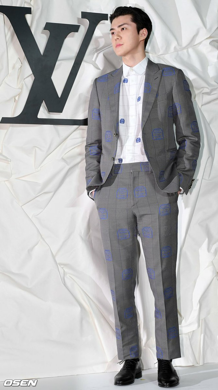 路易威登非常喜欢EXO吴世勋 以至于最近活动中送给他一套全新的西装