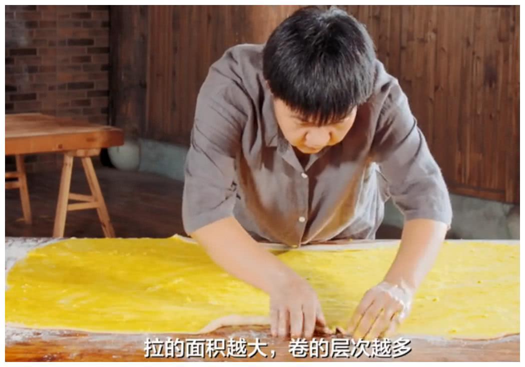 浙江一种迷你酥饼,用白肉丁和梅干菜作肉馅,咬一口酥到掉渣