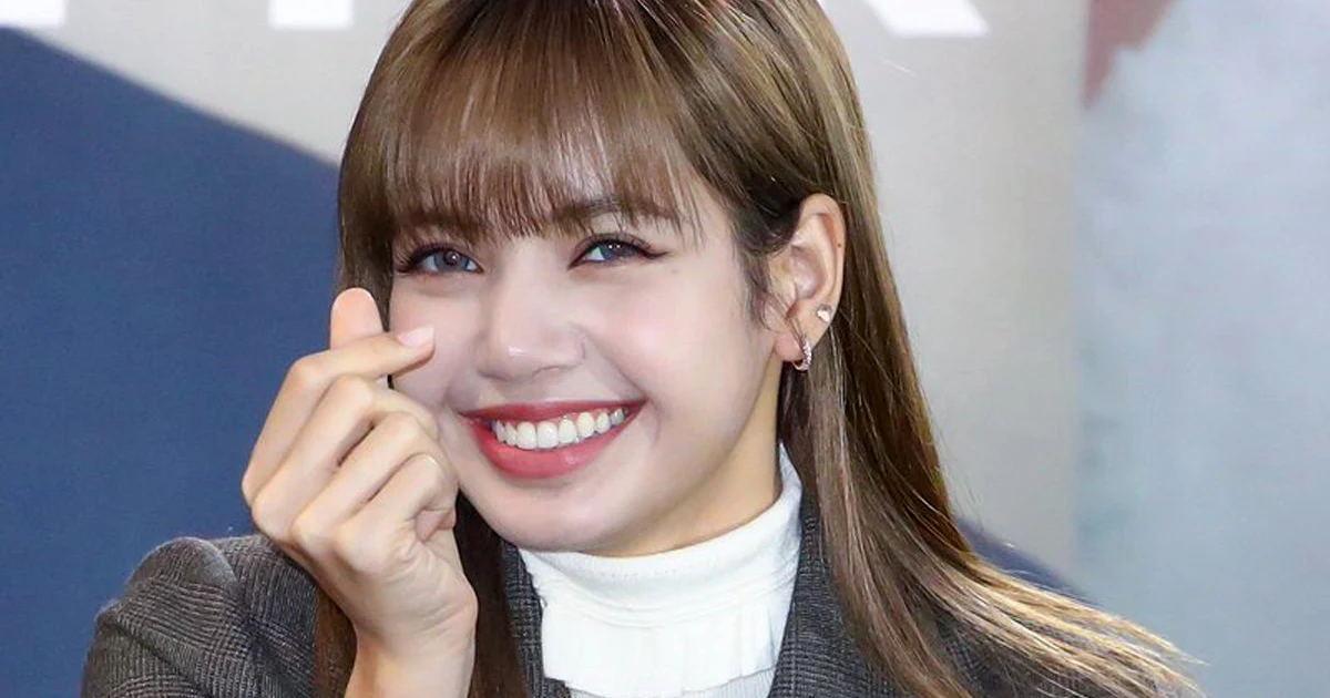 BLACKPINK的Lisa被著名的泰国经理称赞有礼貌和摄影技巧