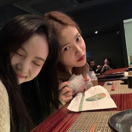 Red Velvet金艺琳&李烈音因为感冒公开2张可爱的照片