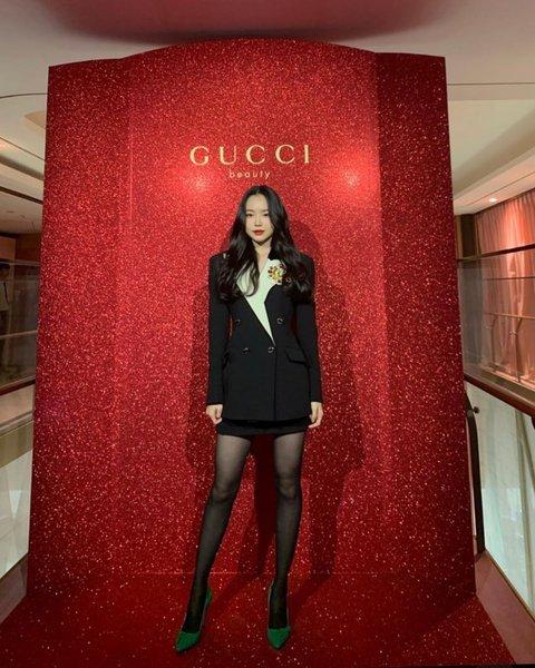 在Gucci发布会上 APINK孙娜恩让所有人瞠目结舌