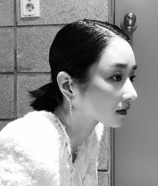 徐睿知压倒性的单色之美 将与演员金康宇主演电影《明天的记忆》