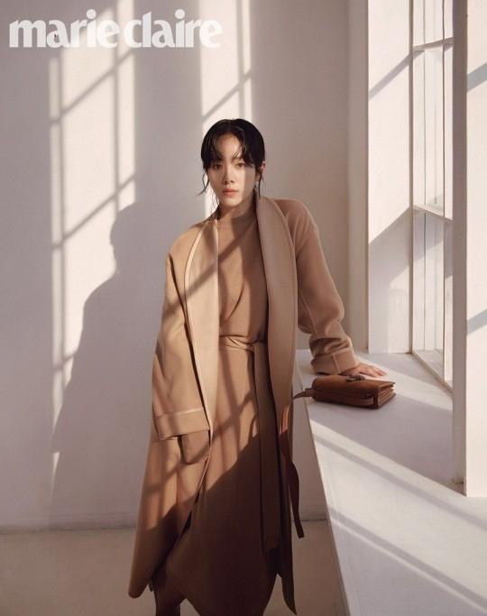 韩志旼穿出简约优质的单品 用写真照展示平稳气氛
