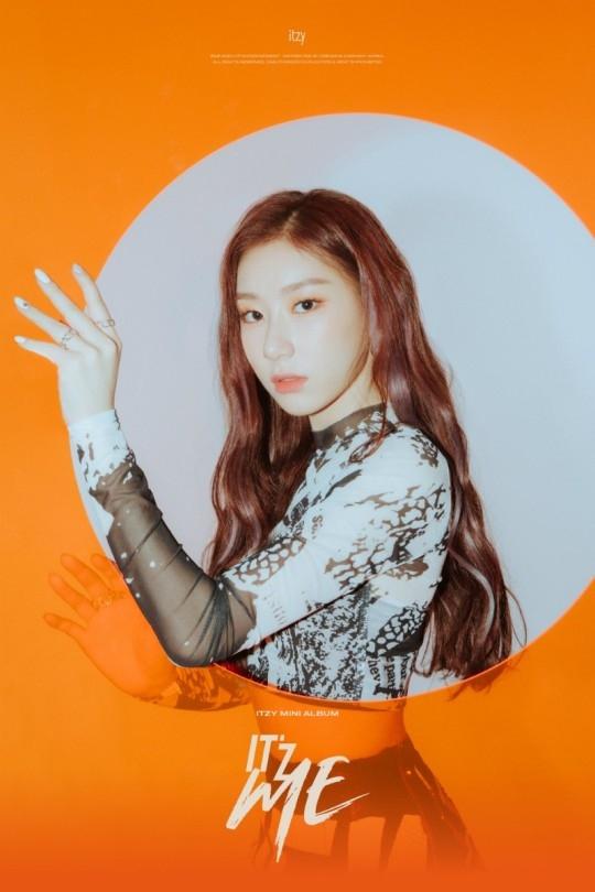 ITZY李彩铃公开新曲《WANNABE》个人预告图片 表现与众不同