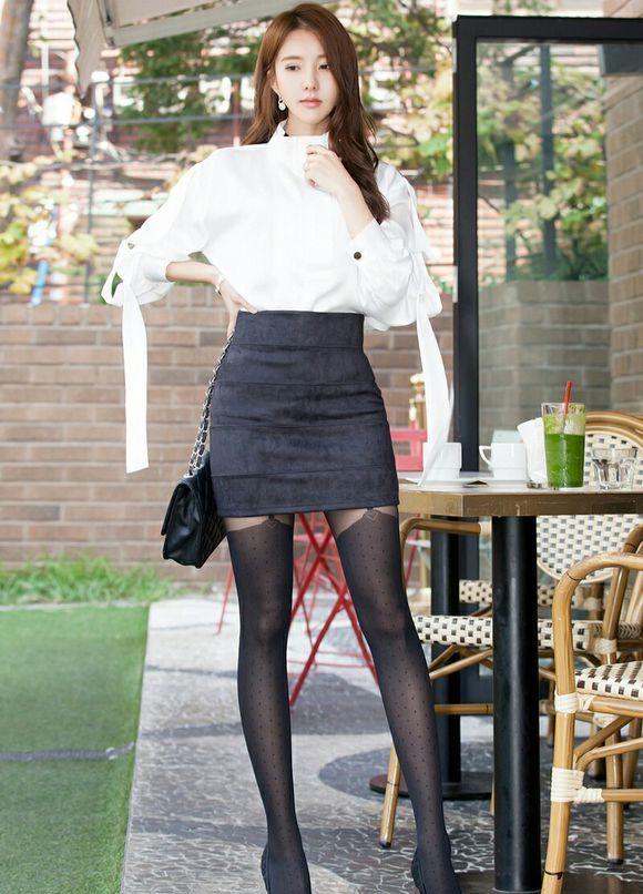 金孝轩 白衬衣黑短裙