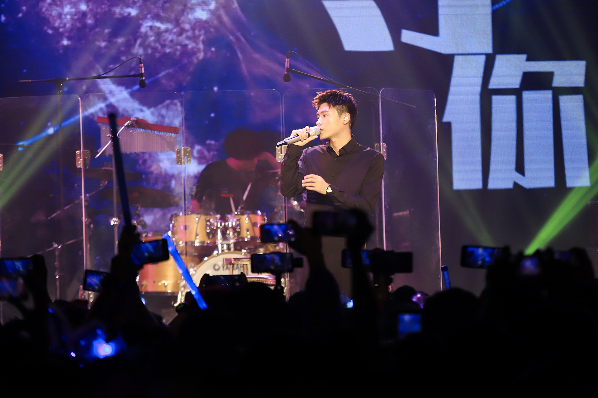 隔壁老樊巡回演唱会上海开唱  实力现场掀起合唱热潮