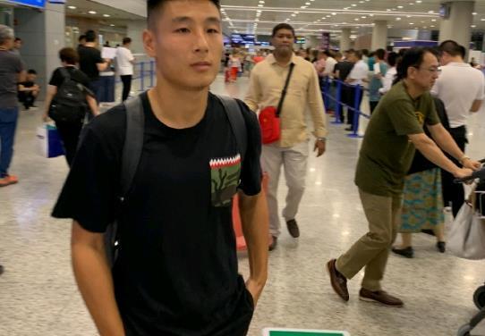 核武归来!武磊正式抵达广州与国足会合 超级锋线组合即将合练