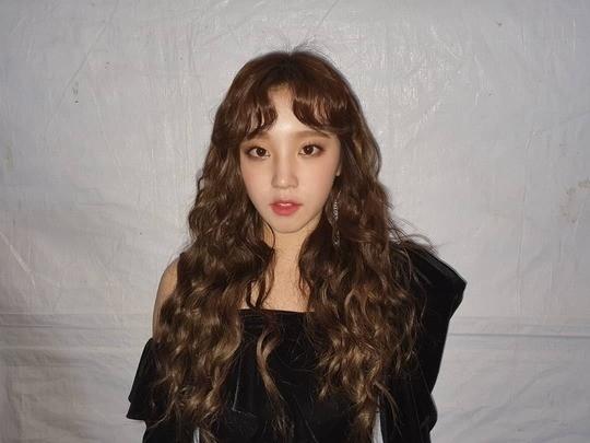 (G)I-DLE徐穗珍拍摄宋雨琦的《第34届黄金唱片奖》幕后照片公开